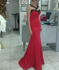 women's red and black sleeveless gown