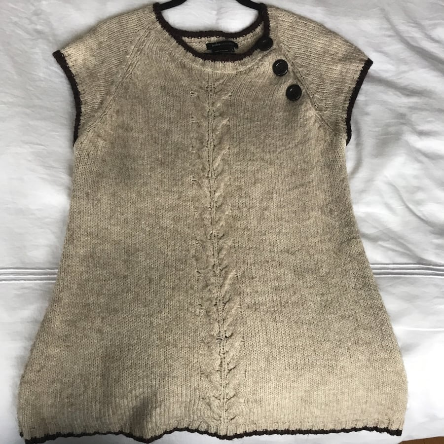 Cute knit sweater top from BCBG size M/L