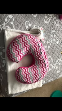 Boppy Luxe Nursing Pillow and Positioner, Happy Pink Frederick, 21704