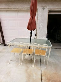 vintage table with 6 chairs need pads on chairs..has umbrella  Las Vegas, 89156