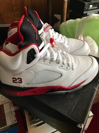 White black and red air jordan 5 and box Cottage Grove, 55016