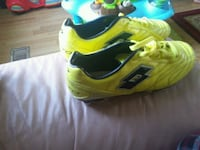 Lotto black and yellow soccer shoes Barrie, L4N