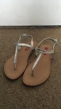 Pair of brown leather thong sandals Modesto, 95358
