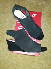 Like-new stretch black fabric sandals: super-comfortable, sz 8 1/2M Manassas, 20109