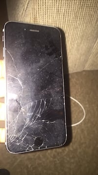 Cracked space gray iphone 6(screen wont turn back on) Richmond, 23224
