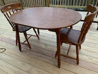 Kitchen table/2 chairs