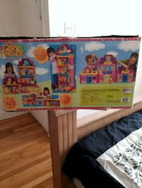 two assorted color of doll house 783 km