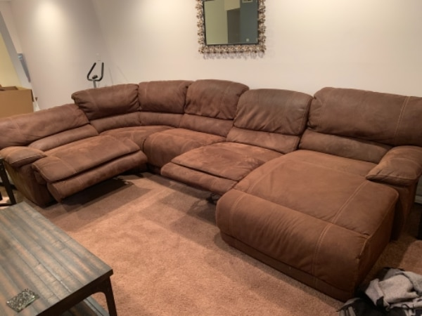 Sectional Sofa with 2 recliners (1 electric) and chase lounge $500 firm
