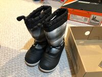 Like new Snow boots size 12