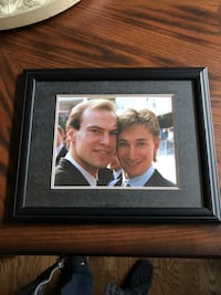 Early 1980's Picture Of Wayne Gretzky and Mark Messier And Autographed by Wayne Gretzky  3127 km