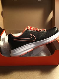 New peach and black Nikes women's size 6 1/2