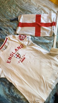 England Soccer Fan- T-shirt and car flag