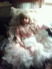 """34""""doll called Savana,she is in a beautiful dress,her hair is in ringlets,perfect con./original box. Wappingers Falls, 12590"""