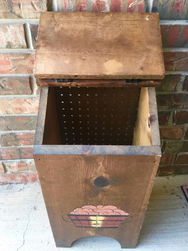 """NICE VTG Handmade & Hand Painted Wood """"Taters"""" & Onion Storage Bin In Excellent Condition-Norman PU fc2246f4-bf32-4b6c-ab29-77ecd2eaf56a"""