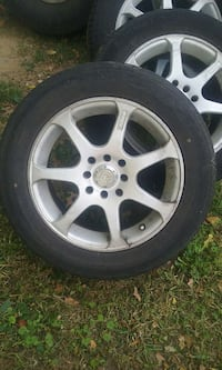 Gray spoked auto-wheel with tire set