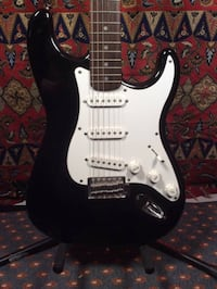 white and black stratocaster electric guitar Miramar, 33025