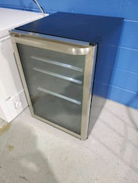 Frigidaire stainless 138 can beverage center  Madison Heights, 48071