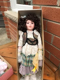 Collectible porcelain doll, in original box with COA. Pick up in Markham/Unionville  Markham, L3R 0G2