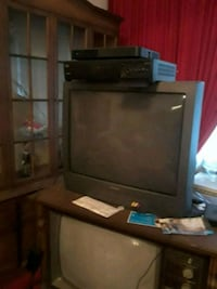 black CRT TV with TV stand Markham, 60428