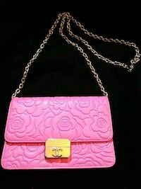 Vip pink Chanel crossbody purse Vancouver, V6A 4G8