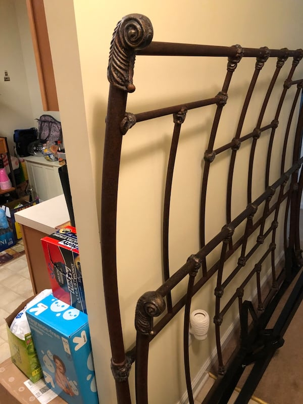 Metal Sleigh Bed -  King Size Bed (MATTRESS & BOX SPRING NOT INCLUDED) f0598469-5313-438e-a656-dfb2af4d59ab