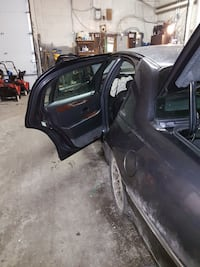 Selling my 2001 Lincoln Town Car Accident Damage Toronto