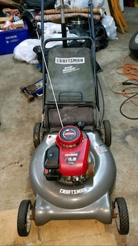 Craftsman lawn mower with a bag Johnston, 02919