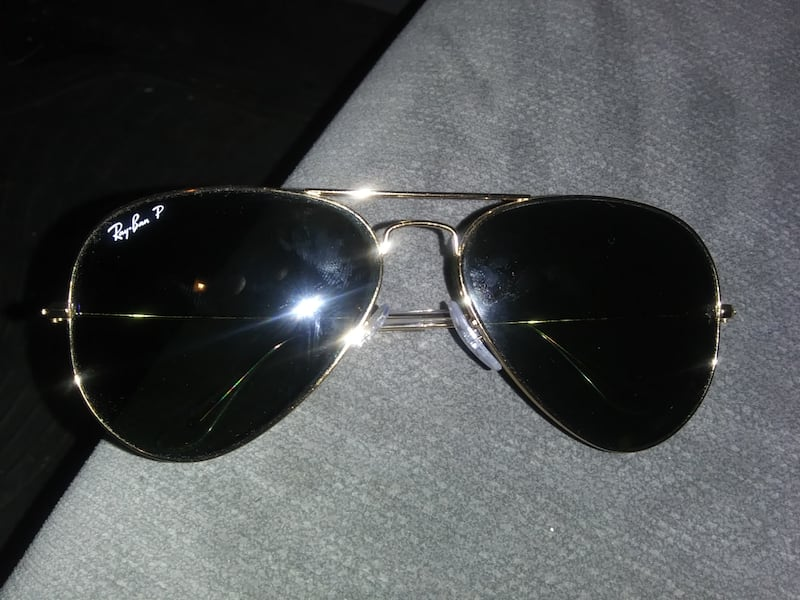 Ray Bans 100% real not one scratch 64ec2e17-7307-4648-98fe-38627c3a6b60