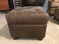 Pottery barn leather ottoman Chantilly, 20152