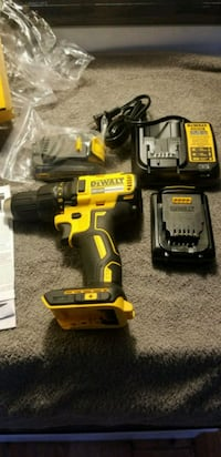 Dewalt  20 vol driver drill  with  charger   Columbus, 43223