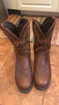 Pair of brown leather cowboy boots Beverly Hills, 34465