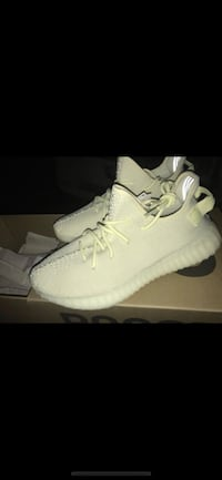 pair of white Adidas Yeezy Boost 350 with box Woodbridge, 22193
