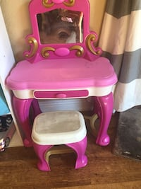 Pink and white plastic vanity table Santee, 92071