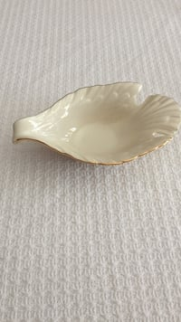 White Lenox Dove candy or small serving dish  Ridgefield, 06877