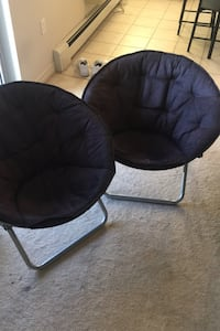 2 foldable comfy chairs
