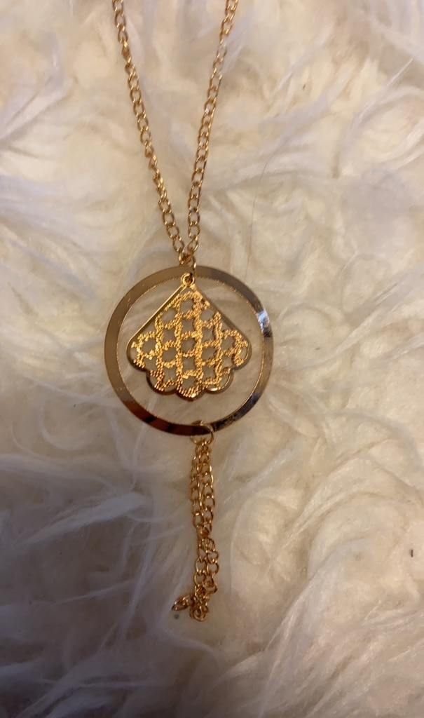 Photo Gold Pendant Necklace on Gold Chain