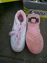 pair of white-and-pink heelys Moscow, 83843