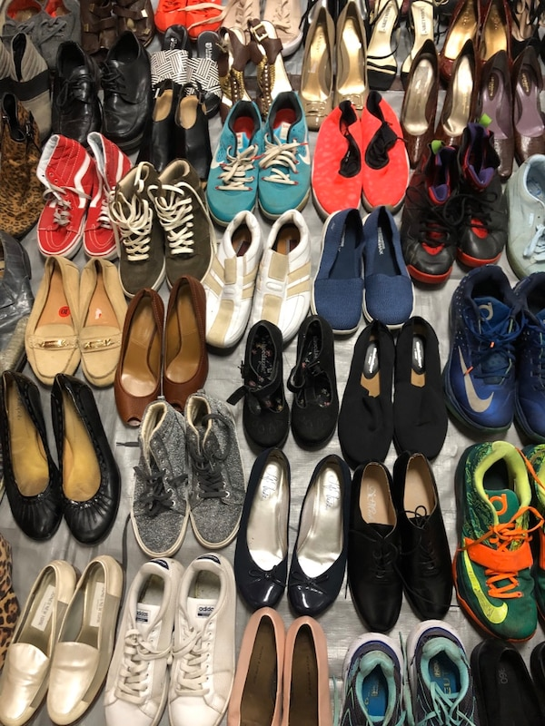 #2)Lot of 220 pairs of mixed summer 3