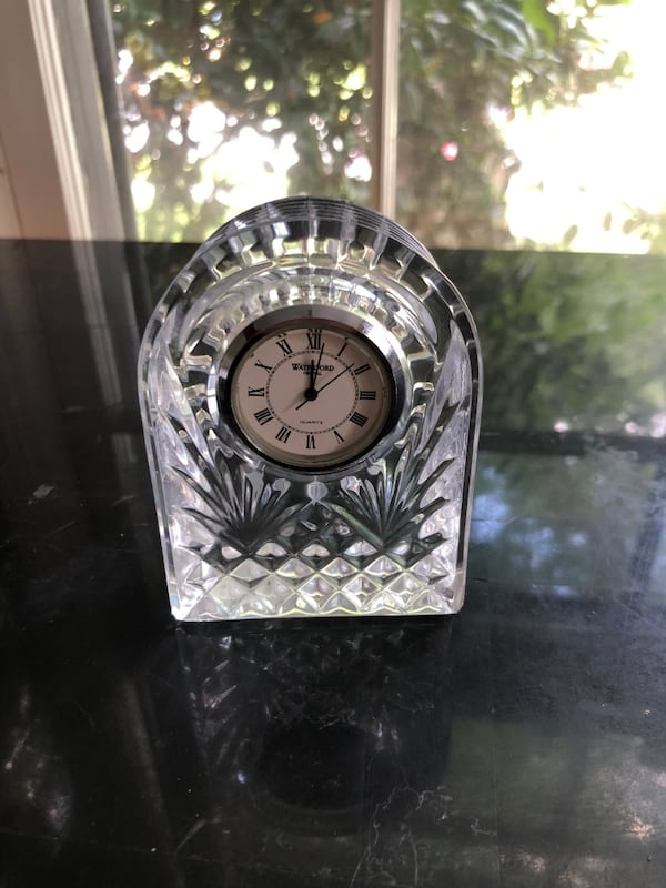 Small waterford crystal clock f237fbfe-510c-4cf3-8d4e-f18c5e36d38f
