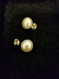 Fresh water pearls, silver plated Toronto, M9B 5P2