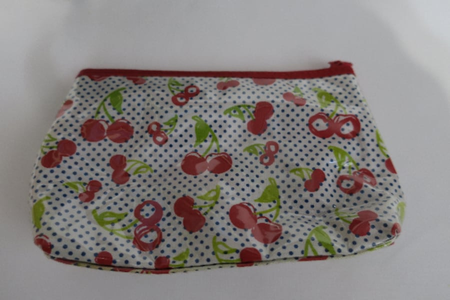 Makeup Pouch adc55001-0b3f-4d92-87ad-76bc434ab0e4