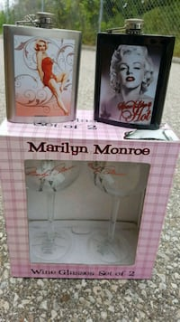 Marilyn monroe wine glasses and flasks  Guelph, N1L 1H1