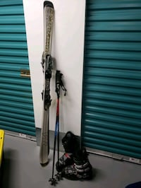 Ski Set, boots are male size 11. Los Angeles, 90009