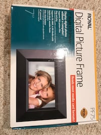Digital picture frame . Price is firm Toronto, M6N 5H8