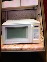 WHITE BIG MICROWAVE Pickering, L1X 2T4