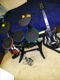 Wii Band Hero 2 guitars 2 games drum and mic Arlington, 22209