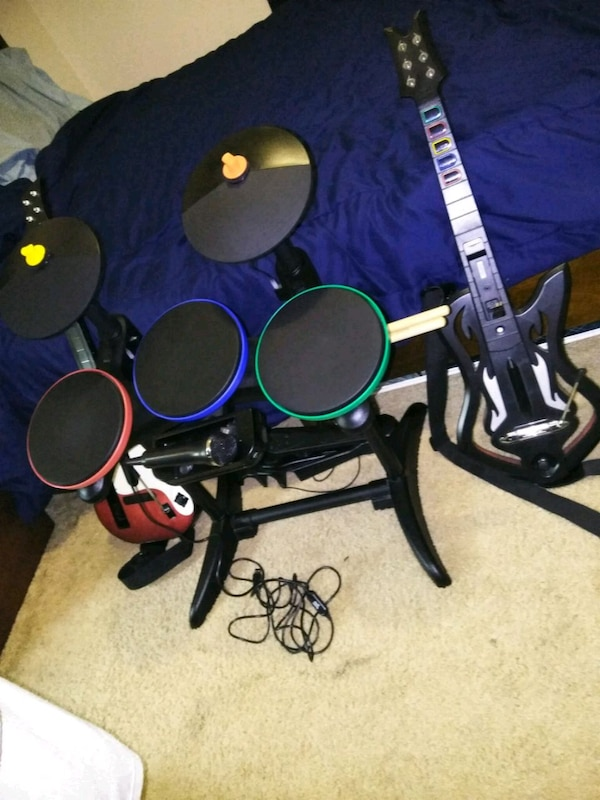 Wii Band Hero 2 guitars 2 games drum and mic