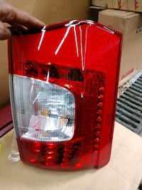 11-12 Chrysler Town and Country Taillight 49 km