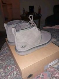 UGGS size 4 great condition  Las Vegas, 89119