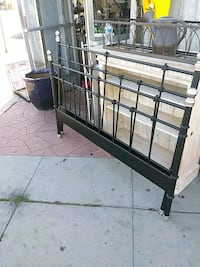 Queen size bed frame Los Angeles, 90019